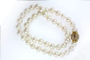 Hochwertige Perlen- und Perlenketten